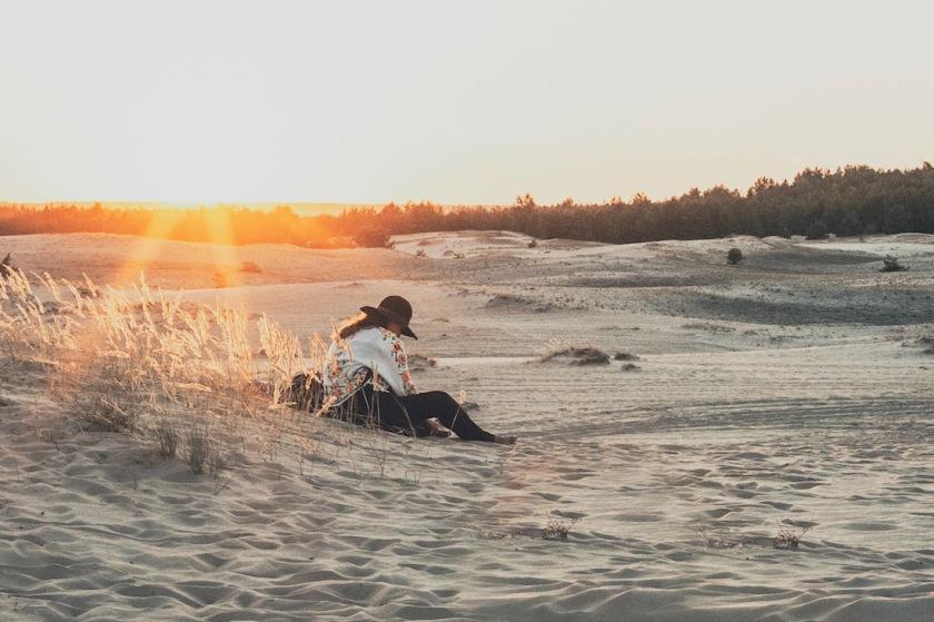 девушка закат в Кицевской пустыне в Харькове Украине что посмотреть