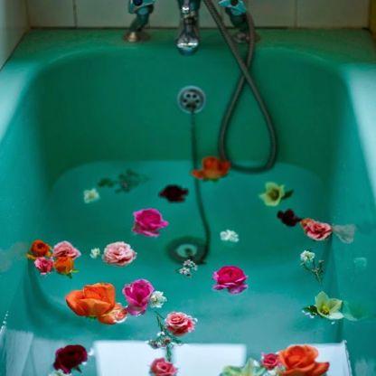 ванна с цветами домашний спа салон