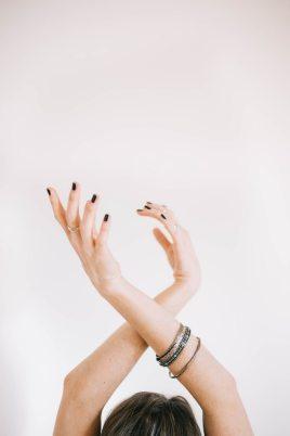 танец рук, движение кистей рук